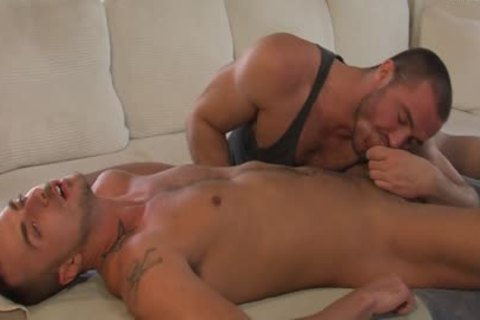 particular Reserve: Full Service With Jessy Ares And Jessie Coulter