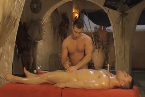 A Combo Therapy Of Body And 10-Pounder Massage