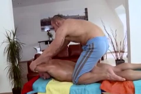 Muscle Daddy butt job And Massage
