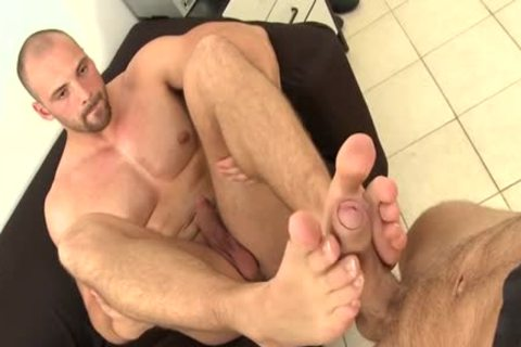 Muscle Daddy Foot With Facial