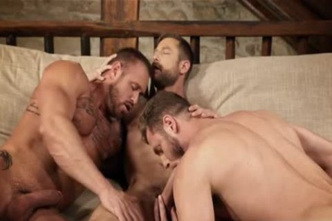 Muscle homo threesome And Creampie