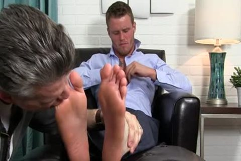 Muscle homo Foot With cumshot
