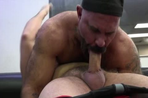 Muscle Bear pooper sex With ball batter flow