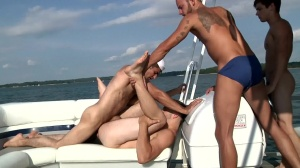 gay Boat - Beach Hook up