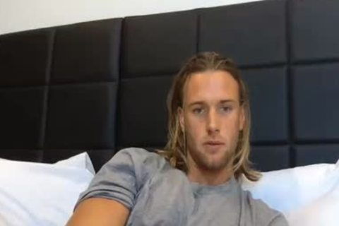 Blond chap On cam