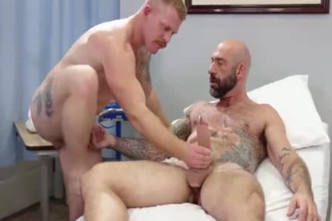 homo Sex : Drew Sebastian & Nurse Ginger Piercing Bear (bare)