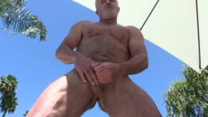 MenOver30.com: Athletic Dale Savage getting facial outdoors