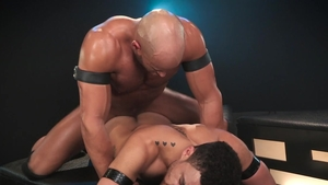 Hot House: Thick muscled latino hunk Sean Zevran hard pumping