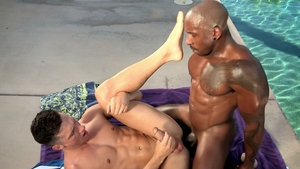 HotHouse: Bodybuilder Max Konnor kissing sex tape