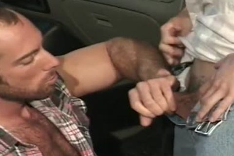 Greased mechanic accepts sex as payguyst